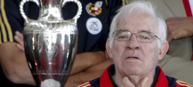 Luis Aragonés, con la Copa de Europa